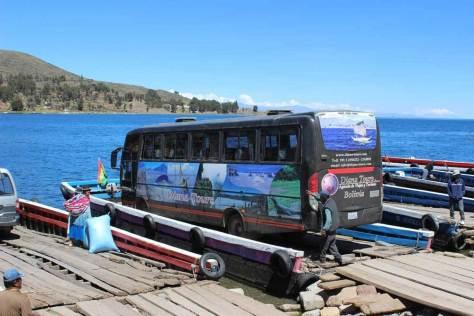 img_la-paz-bolivia-tiquina-boat-ferry-loading